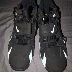 Brand New , Never Worn Size 11 Nike Air DT Max '96